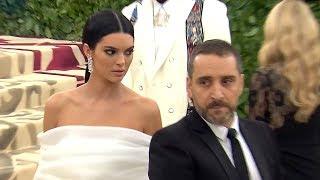 Download Lagu Kendall Jenner Reacts To Backlash After Pushing Security At Met Gala 2018   Hollywoodlife Gratis STAFABAND