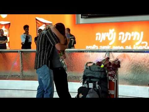 marriage proposal at the airport