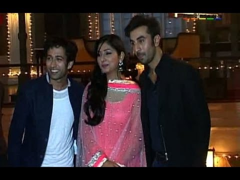 Watch EXCLUSIVE:Ranbir Teaching 'Badtameez Dil' Dance Moves