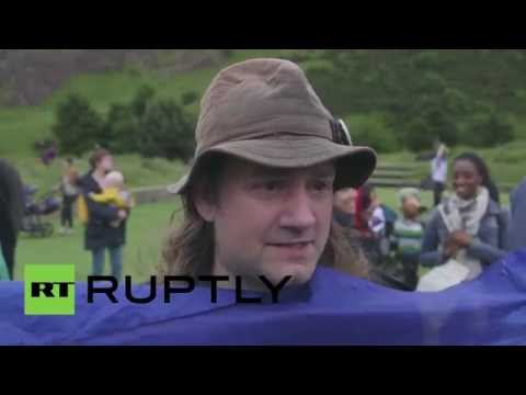 UK: Protesters outside Holyrood demand that Scotland stays in EU