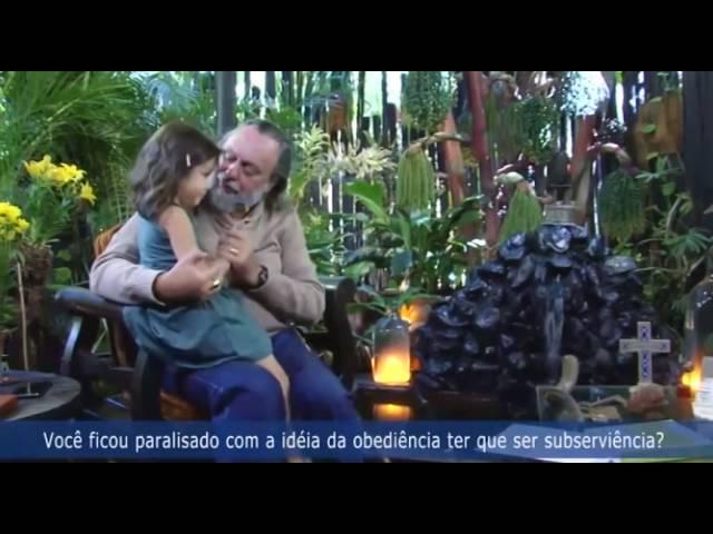 Mateus e Lara, netinhos do Caio, invadem o programa pra dar um beijo no Vovô.