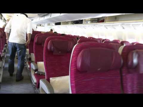 Qatar Airways Boeing 777-300ER Business and Economy Class walkaround