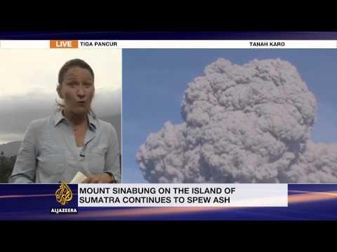 Indonesians flee erupting Mount Sinabung volcano