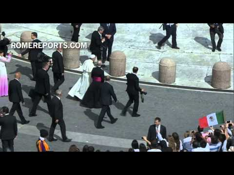 Pope Francis greets female chorus from South Korea