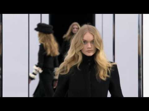 Chanel Fall-Winter 2009-2010 Part 1/2