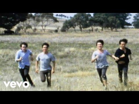 Music video by Last Dinosaurs performing Honolulu.