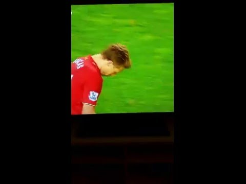 Klopp funny reaction when Lucas Leiva tries a shot. - Liverpool - Everton 4-0