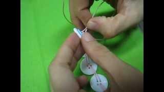 Cách Làm vòng tay bằng những chếc nút áo