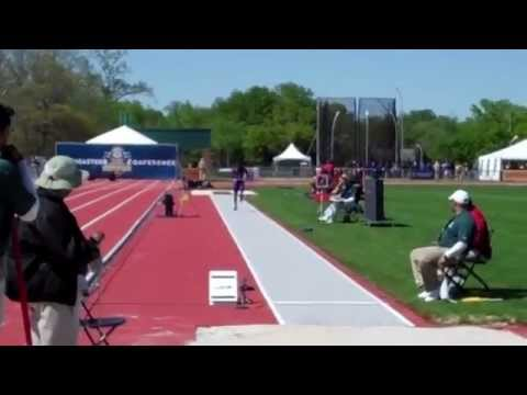 Check out Damar Forbes' last jump as he soared a windy 27-4 1/2 (8.34m) on his 6th and final attempt to win the 2013 SEC Outdoor title in the men's long jump...