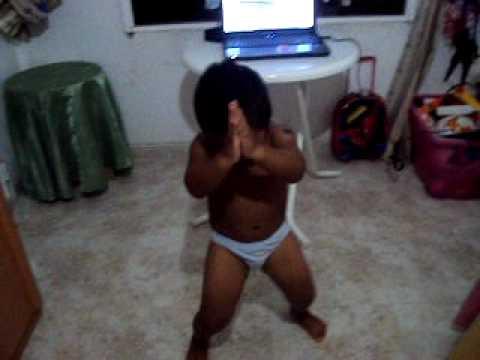 bebe bailando la waka waka