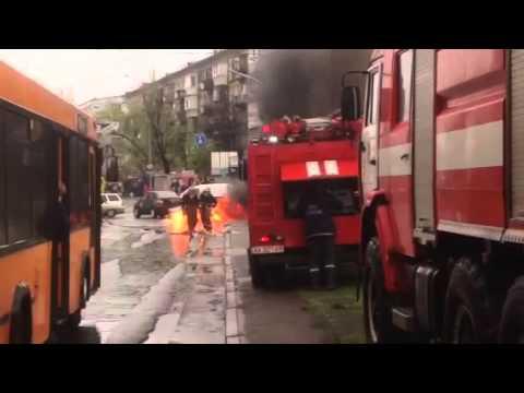 15.04.2016 горит автомобиль на Ленинградской площади