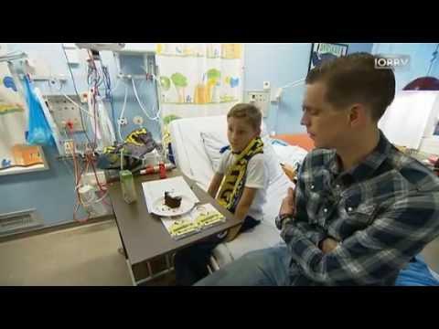 Daniel Agger visits the children's ward at Hvidovre hospital 27/11/14