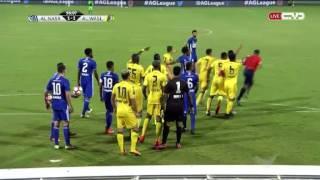 الحكم يحتسب ركلة جزاء لصالح النصر أمام الوصل ثم يتراجع عنها وسط اعتراضات
