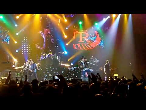 Guns N' Roses Paradise City with Izzy Stradlin live at o2 London 2012