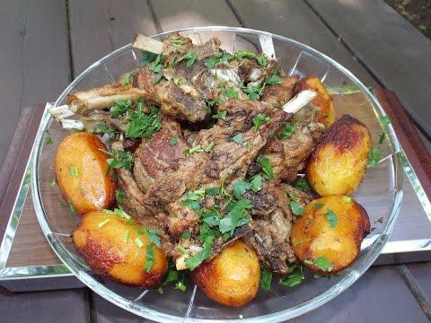 Запечённый картофель с рёбрышками в казане (в воке)