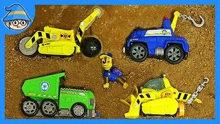 Paw Patrol vehicle fell into the dirt. Rescue the Paw Patrol and wash the car.