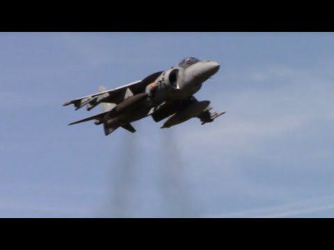 Harrier HOVERING and Landing Demo @ Farnborough International Airshow FIA 2014