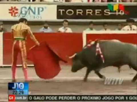 Principal toureiro da Espanha é ferido gravemente em tourada no México