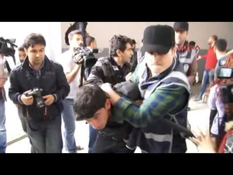 Dicle Üniversitesi'nde Hizbullahçılar ve polis üniversitelilere saldırdı