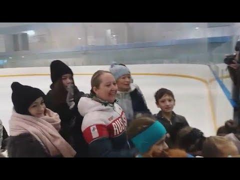 Сестра и первый тренер Загитовой смотрят выступление Алины на Олимпиаде