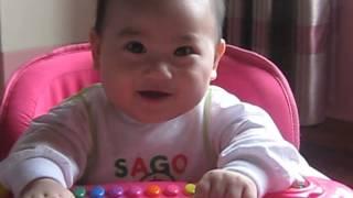 Bé trai 6 tháng tuổi dễ thương cười vì ..cái Hắt Xì Hot.t.t.t