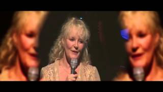 Watch Petula Clark Look To The Rainbow video