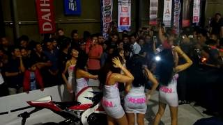 Hebohhh cewek mandi busa Sexy carwash HIN Girlfriends Hot Import Night (HIN)