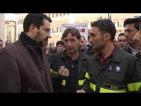 Salvini incontra i precari dei vigili del fuoco