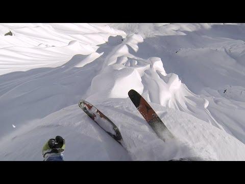 スキーで山の上から滑り降りるスリル