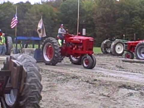1948 Farmall M tractor pulling Video