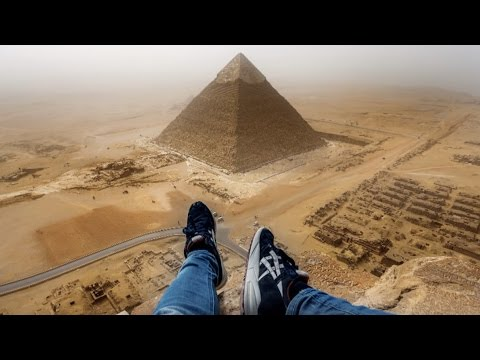 GUY CLIMBS GREAT PYRAMID IN 8 MINUTES - OUTRAGES WORLD - ORIGINAL HD FOOTAGE