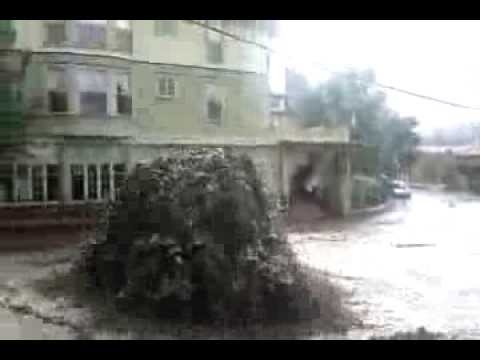 Manitou Springs Flood 9/12/2013 - Canon Avenue manhole geyser blowing...