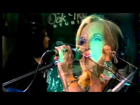 hold Me While I Cry -live At Oak Tree video