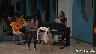La academia- ensayo Paola chandelier