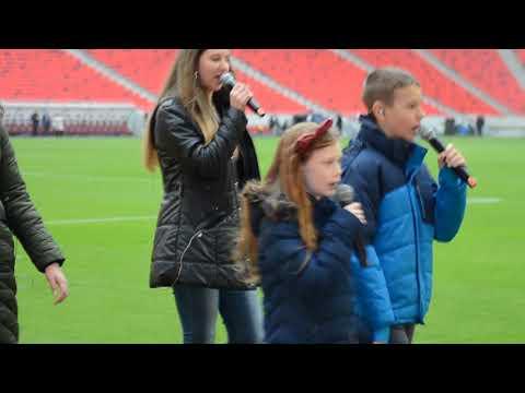 Puskás Aréna: dunaszerdahelyi gyerekek éneklik a Nélküled című dalt