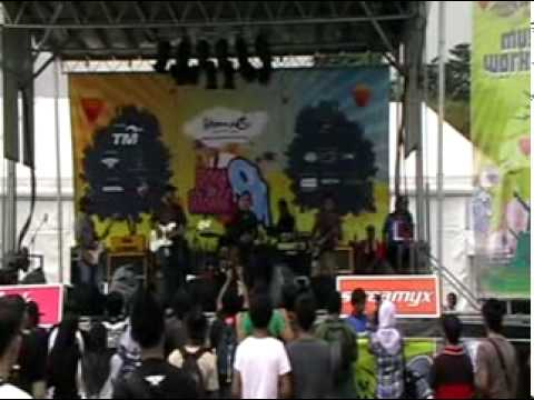 """BACTRIM at RTW9 chill out stage - with own song """"MC'GYVER"""""""