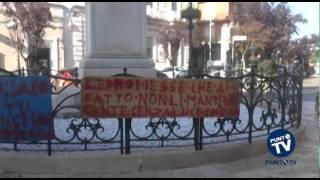Corato: la protesta dei disoccupati davanti a Palazzo di Città