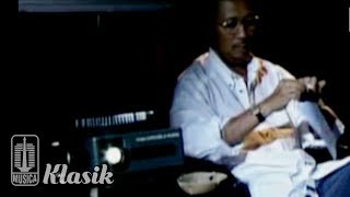 Ebiet G Ade - Senandung Pucuk - Pucuk Pinus (Karaoke Video)
