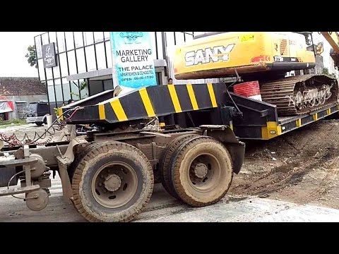 Lowboy Trailer Truck Stuck Isuzu Giga FVZ Moving Sany Excavator and Drilling Rig