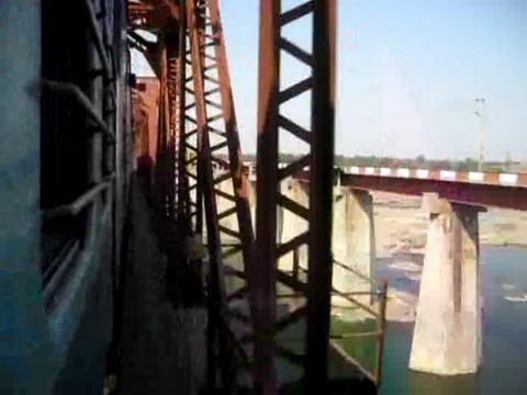 Wap7  Chattisgarh Express Roars Through Betwa River Truss Bridge ! video