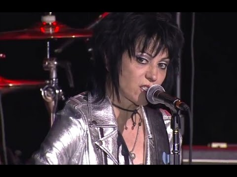 Joan Jett And The Blackhearts perform at the APMAs with Slash, Laura Jane Grace and Billy Crooked