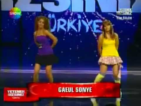 Turkish Girls singing Korean song 2012