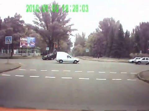автомобильная авария ДТП.  Honda и ТАВРИЯ