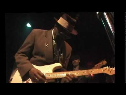 Hubert Sumlin at Chicago Blues, NY 2000 Part 3