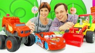 Машинки Вспыш и Маквин у Маши Капуки Кануки. Играем в кафе на дереве