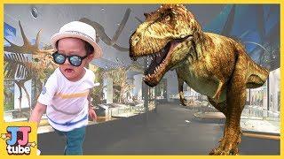 뼈다귀 공룡과 괴물풍선 별똥별 상황극 서프라이즈 에그 낚시 개구리알 수영장 장난감 놀이 Dinosaurs skeleton Giant balloon [제이제이 튜브-JJ tube]