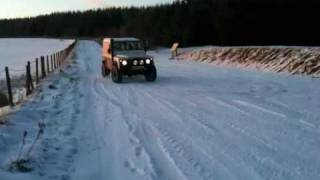 Land rover defender 90 snow drift