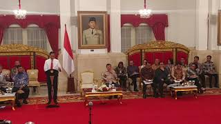 Tinggalkan Podium, Jokowi Hampiri Sri Mulyani dan Ucapkan Selamat