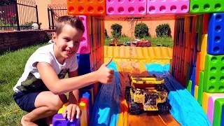 Mesin Brooder di lumpur! Membangun mobil BESAR dari MEGA LEGO kubus.