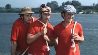 этих надоедливых мужчин трое в лодке